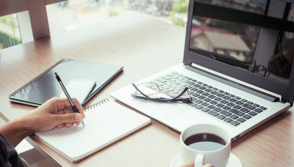 Wat is blended learning en hoe zet je dit in voor jouw onderneming