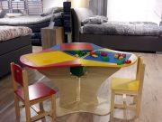 kinderspeeltafels binnen meubelzaak