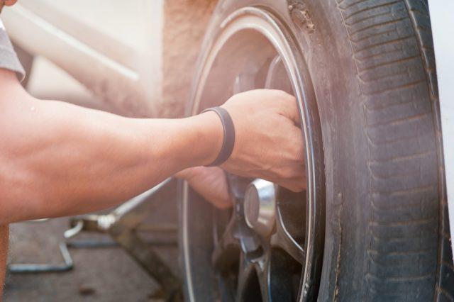 Zelf auto-onderdelen vervangen Zo doe je het!