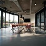 Nieuwe raamdecoratie op kantoor 4 tips